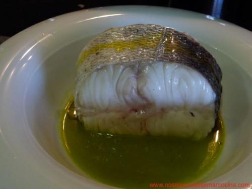 Merluza al vapor con salsa de pimientos y guindillas de Marcelo Tejedor de Casa Marcelo