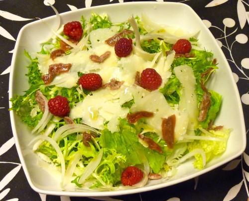 receta ensalada lechuga con anchoa y frambuesas