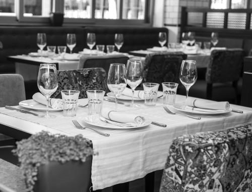 mesa 8 bis blanco y negro